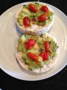 Rice cakes with guacamole
